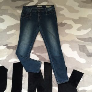 👖$10 IF BUNDLE . Guess Super skinny jeans